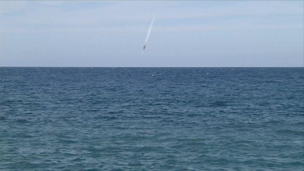 Las incógnitas sobre el avión fantasma en llamas avistado en la playa de Abades