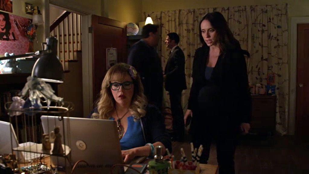 Kate sospecha que las dos secuestradas quedaron con chicos