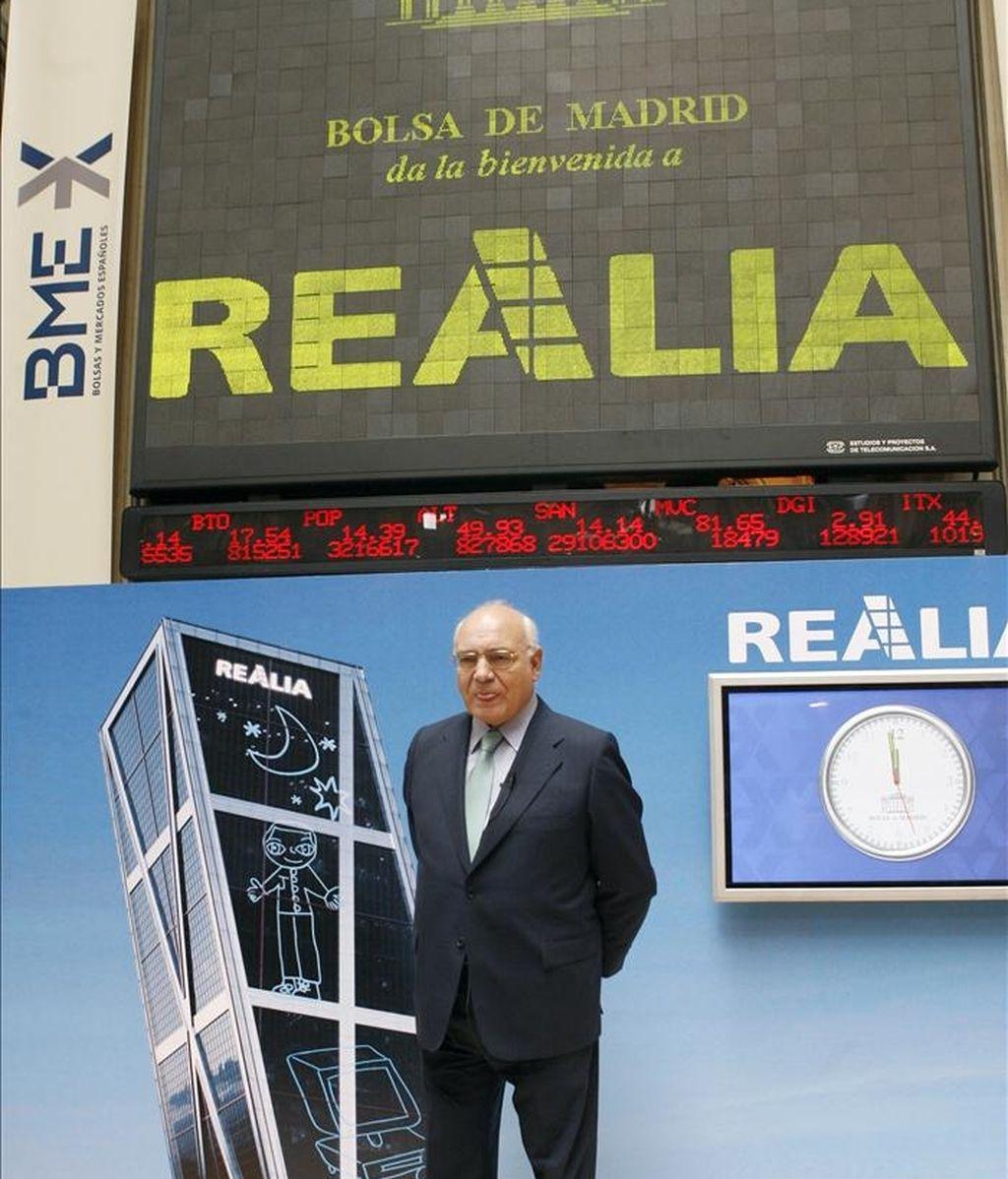 El presidente de Realia, Ignacio Bayón, posó para los medios de comunicación, tras el tradicional toque de campana virtual en la Bolsa de Madrid. EFE/Archivo