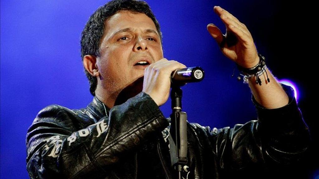 """El cantante español Alejandro Sanz se presenta en el concierto """"Voces Solidarias"""" en Bogotá (Colombia). El concierto es en beneficio de los afectados por las lluvias e inundaciones en el país. EFE"""