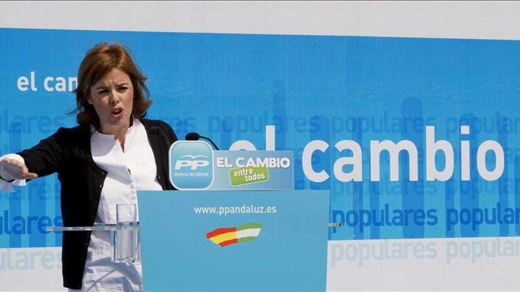 La portavoz del PP en el Congreso, Soraya Sáenz de Santamaría, durante su intervención en el acto de presentación de la candidatura a la Alcaldía de Mairena del Aljarafe (Sevilla). EFE