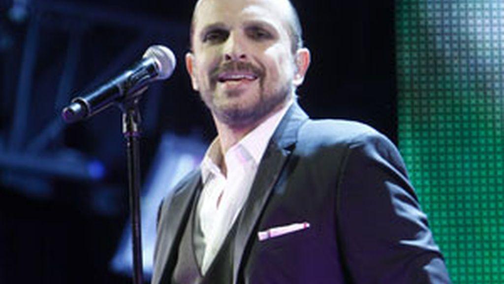 MIguel Bosé durante una de sus actuaciones. Foto: GTres