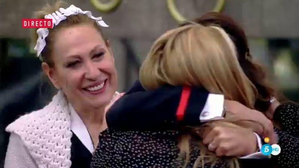 Así ha sido el reencuentro de Belén Esteban con Rosa Benito y Raquel Bollo