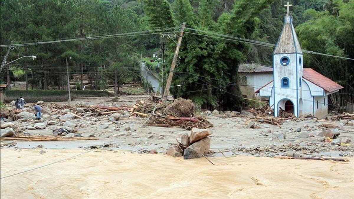 Vista de los daños que han dejado en Teresópolis (Brasil) las fuertes lluvias. EFE