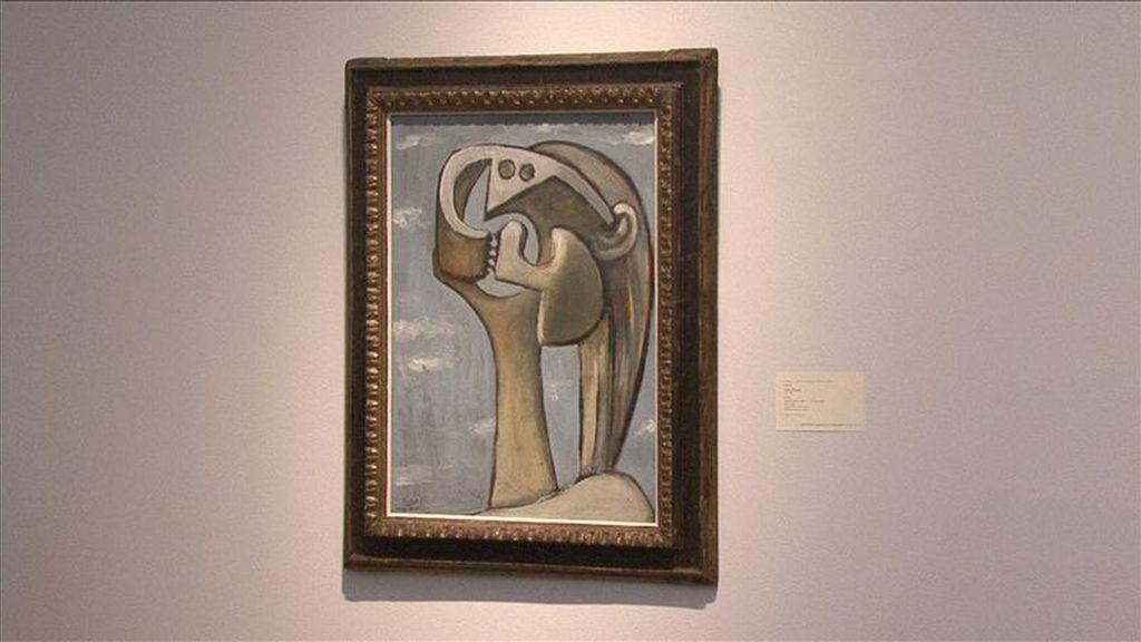 """Detalle del retrato surrealista """"Femme"""" (1930) del pintor español Pablo Picasso (1881-1973), vendido por 7.922.500 dólares, durante una puja de ocho obras del artista malagueño realizada por la casa de subastas Sotheby's. EFE"""