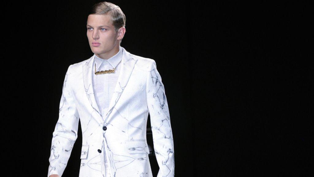 El top Sebastian Sauve fue una de las estrellas del desfile de Ana Locking