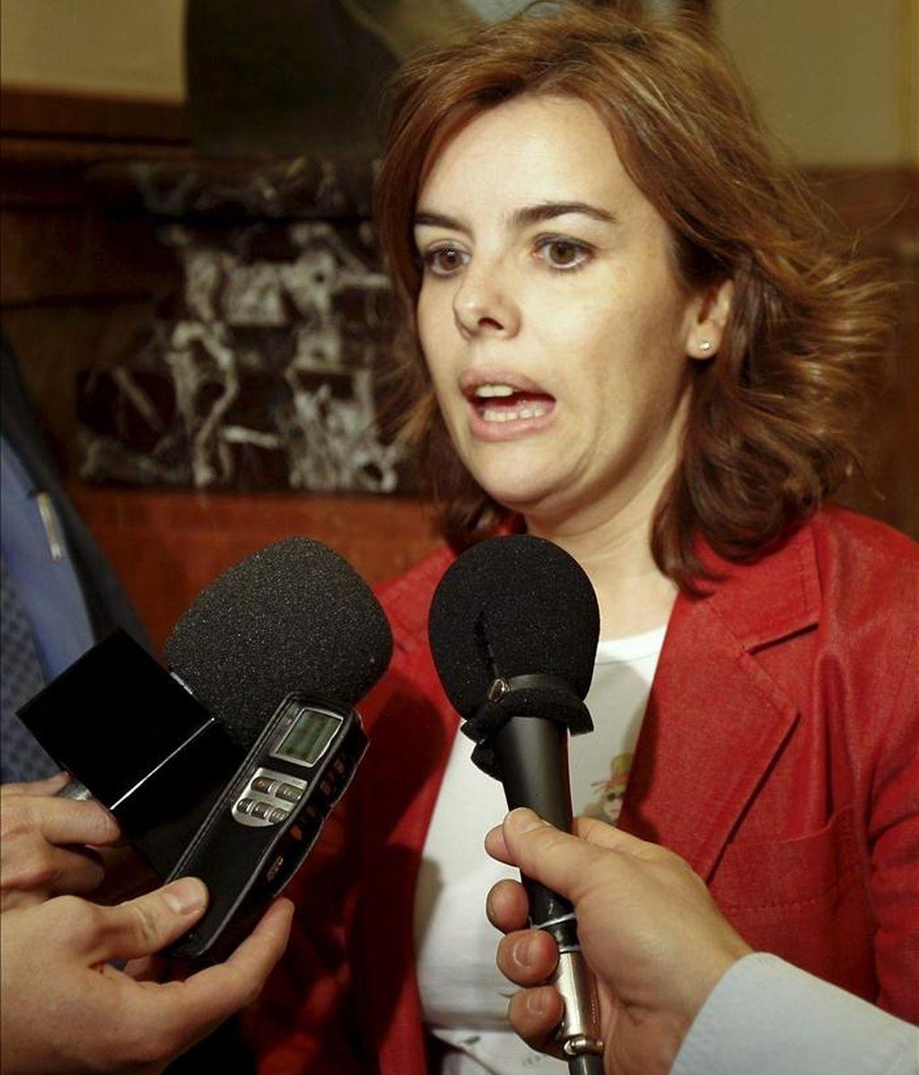 La portavoz parlamentaria del PP, Soraya Sáenz de Santamaría, durante las declaraciones que ha realizado a los medios de comunicación esta tarde en el Congreso de los Diputados. EFE