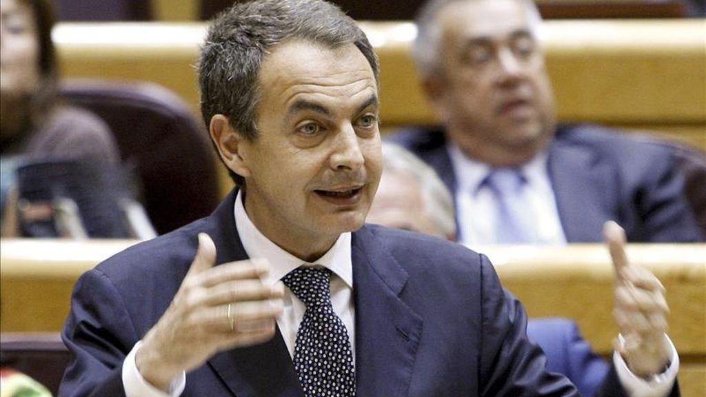 El presidente del Gobierno, José Luis Rodríguez Zapatero, durante una de sus intervenciones en la sesión de control al Gobierno esta tarde en el pleno del Senado, ha advertido de que el Gobierno no adelantará los 1.450 millones de euros del Fondo de Competitividad correspondientes a Cataluña para este año, que se abonarán cuando se liquide el ejercicio, como marca la ley de financiación autonómicas. EFE