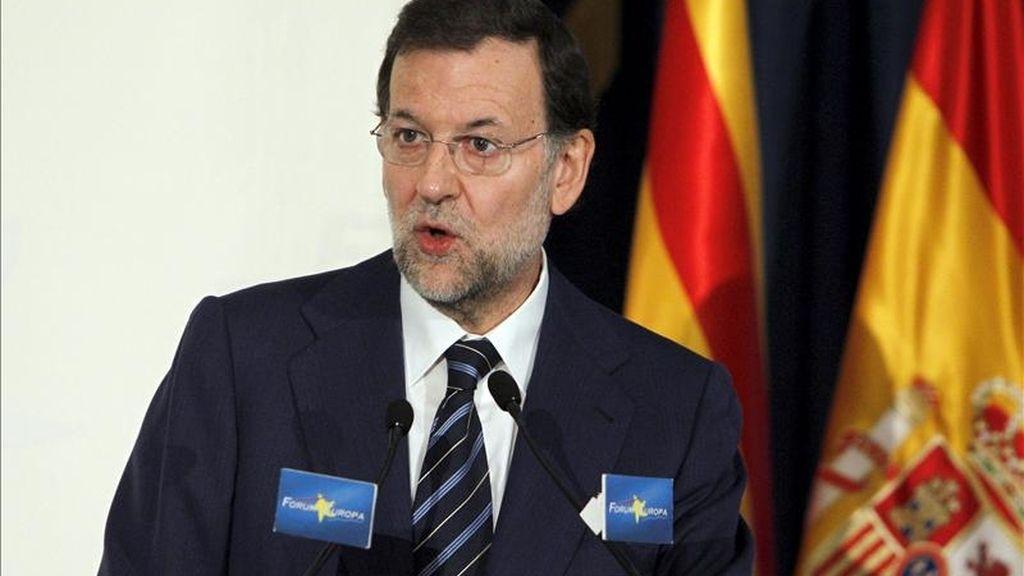 El líder del PP, Mariano Rajoy, durante su intervención en el desayuno informativo del Fórum Europa, hoy en Madrid, donde presentó la conferencia del candidato popular al Ayuntamiento de Barcelona, Alberto Fernández Díaz. EFE