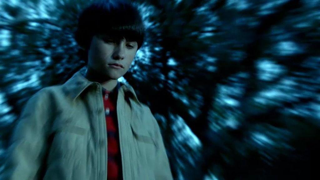 Castle le cuenta a Beckett lo que vio cuando tenía 11 años en el bosque Hollander