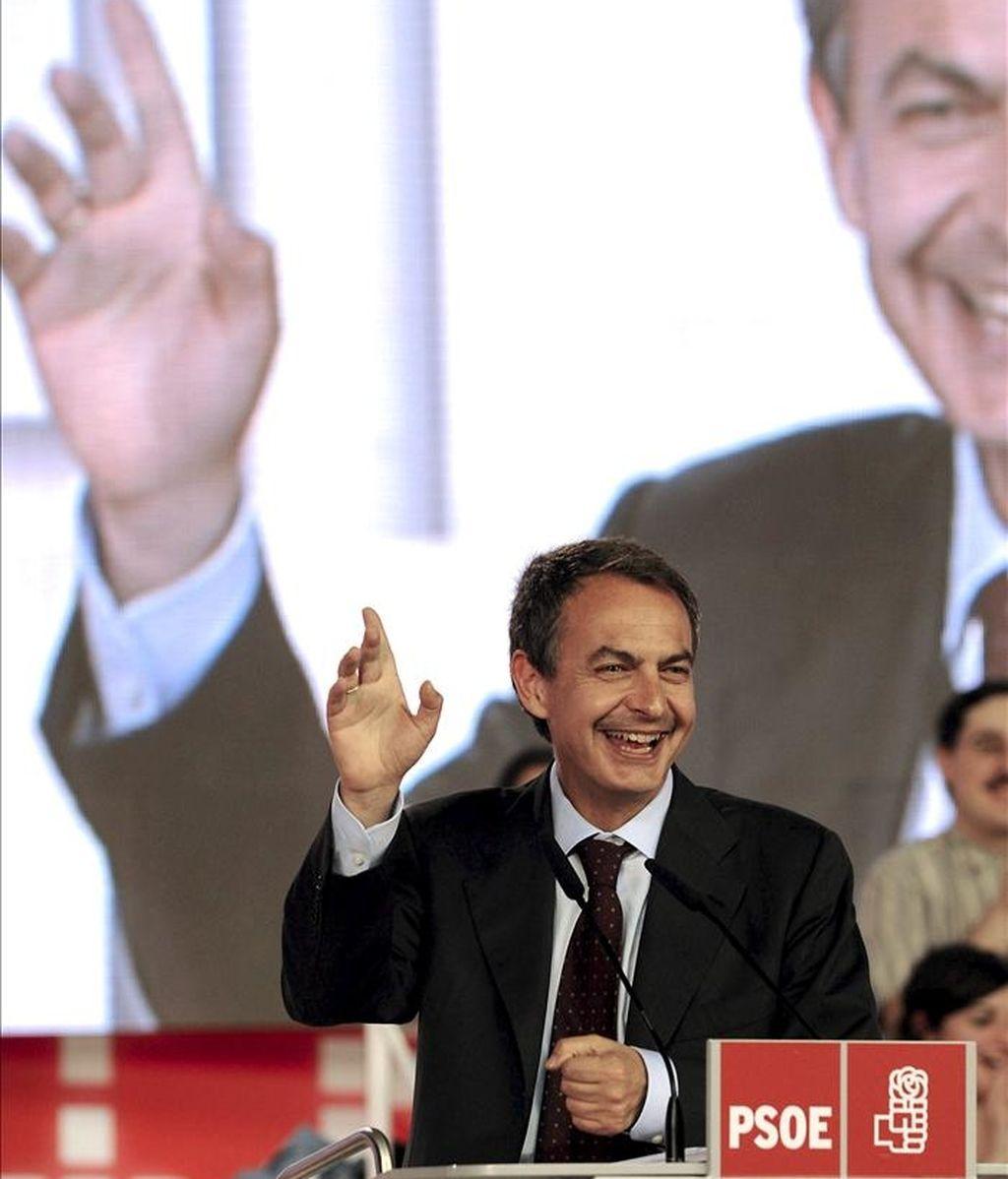 El presidente del Gobierno y secretario general del PSOE, José Luis Rodríguez Zapatero, durante una intervención en un mitin de campaña. EFE/Archivo