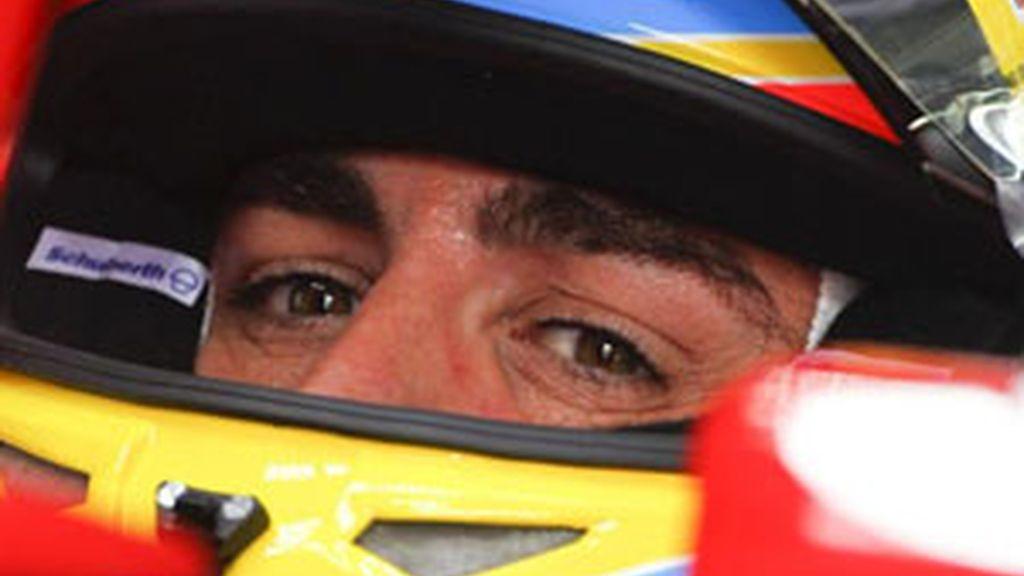 El piloto español Fernando Alonso (Ferrari) durante la sesión de entrenamiento para el Gran Premio de Malasia de Fórmula Uno. Foto: EFE