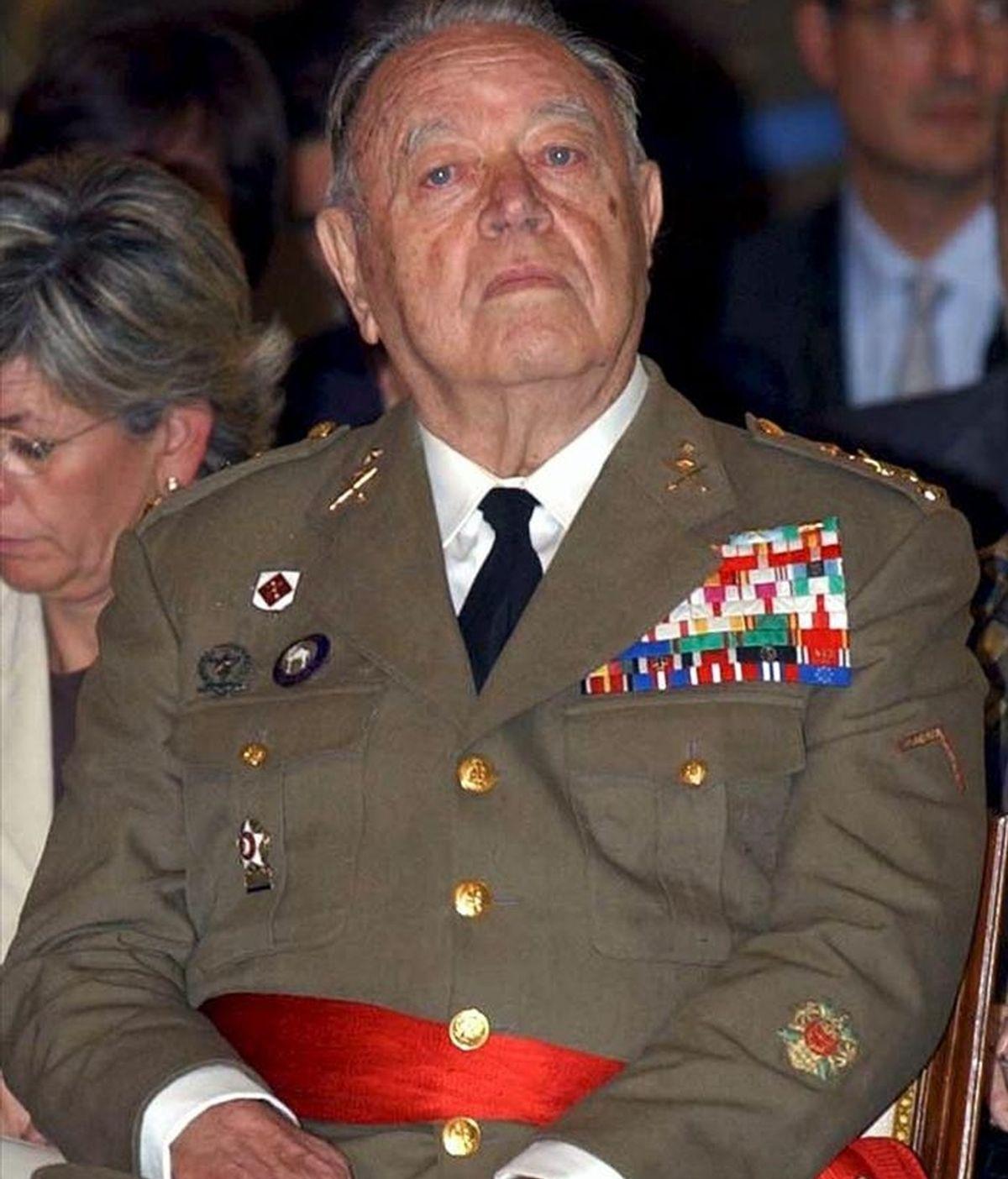 Fotografía de archivo, fechada en el 2003, del teniente general José Luis Aramburu Topete, director general de la Guardia Civil durante el intento de golpe de Estado del 23-F, que ha fallecido hoy en su domicilio de Majadahonda (Madrid) a los 92 años. EFE