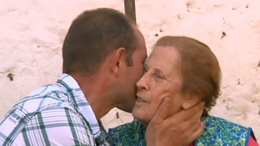 """""""Mi abuela dice que soy su ojito derecho y a mí eso me lleba de orgullo"""" asegura Melendi."""