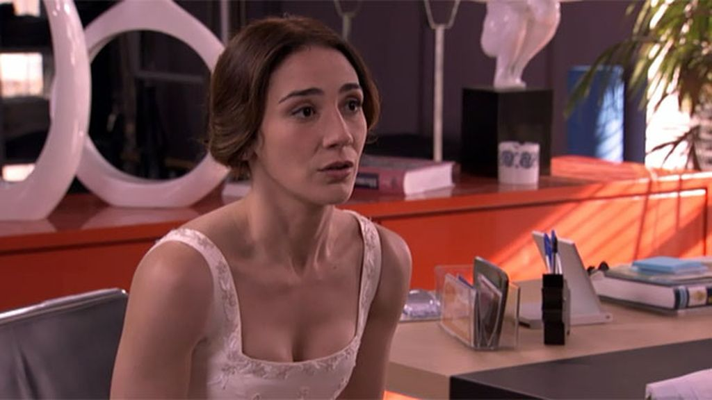 La actriz se ve inmersa en un triángulo amoroso formado por César, la López y ella