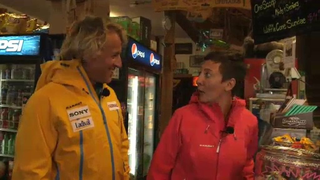 Eva Hache se sorprende al conocer al alcalde más extraño del mundo