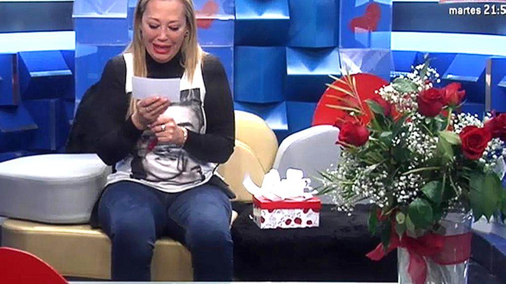 Belén Esteban estalla en llanto al recibir el regalo de San Valentín de 'su Miguel'