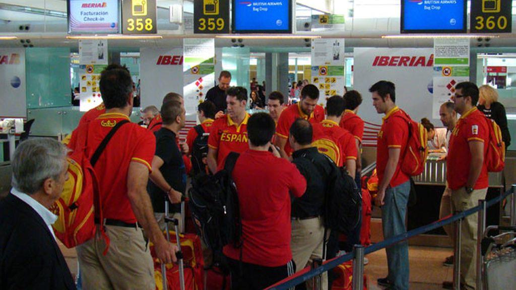Los últimos equipos olímpicos salen desde el El Prat hacia Londres