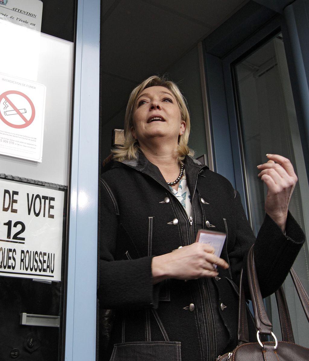 Marine Le Pen en el colegio electoral de Henin-Beaumont