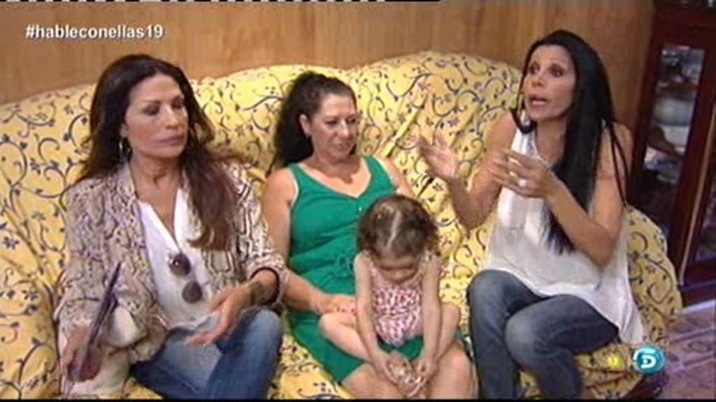 Toñi y Encarna Salazar conviven con los García, una familia gitana tradicional
