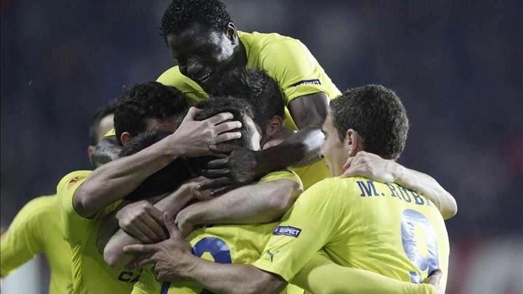 Jugadores del Villarreal celebran el gol de Rossi. Vídeo: Informativos Telecinco