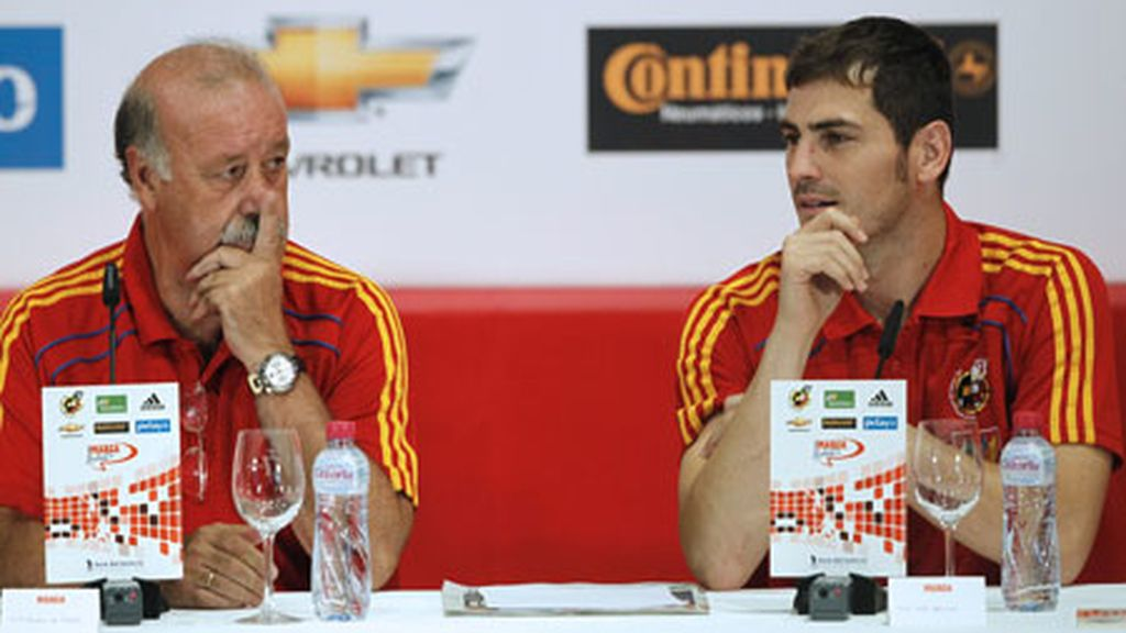 El seleccionador nacional, Vicente del Bosque, y su capitán, Iker Casillas, en la Ciudad del Fútbol. Foto: EFE.