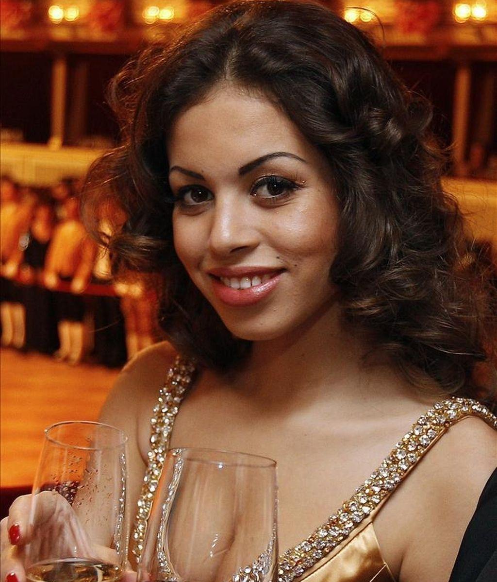 """La joven marroquí Karima El-Marough, conocida como """"Ruby Robacorazones"""", posa para los fotógrafos el pasado 3 de marzo,  en el Baile de la Ópera en Viena, Austria. EFE/Austria"""