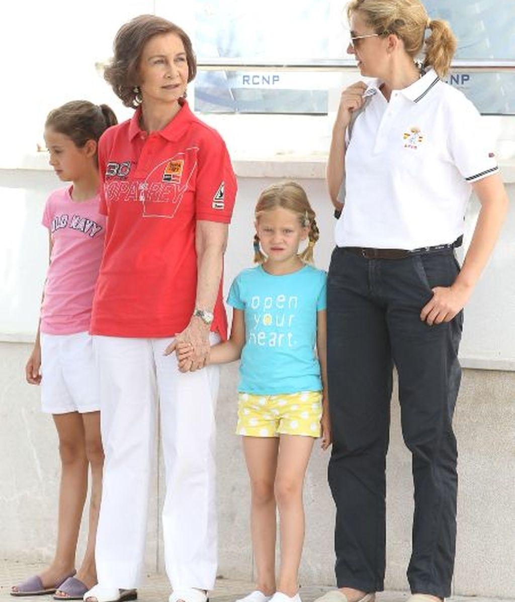 La infanta Cristina y la reina con dos de sus nietas