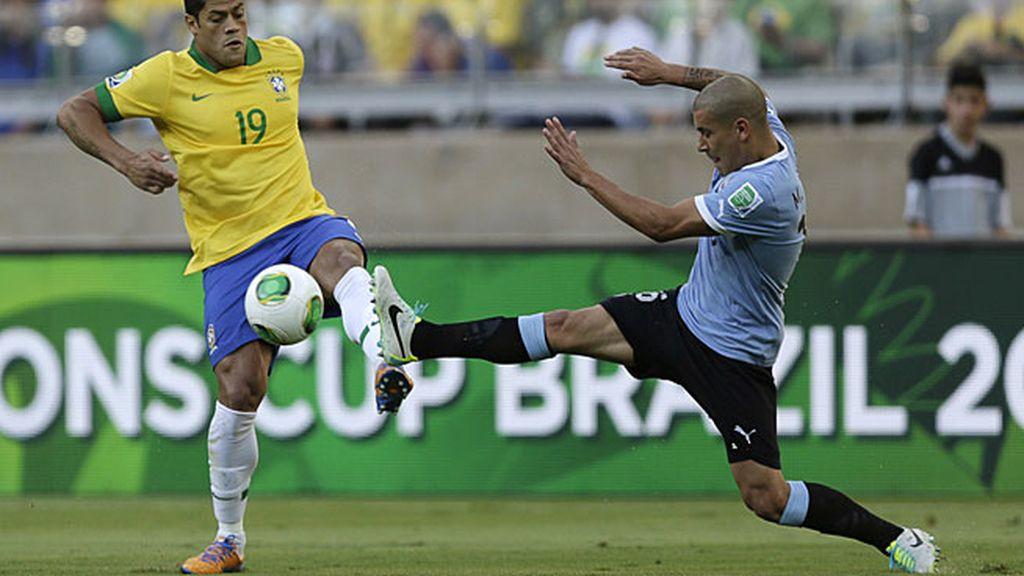 Pereira entra con la plancha a Hulk