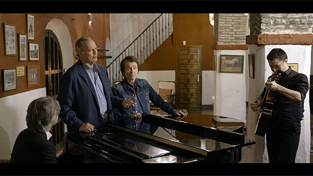 Bertín y Raphael cantan juntos un villancico