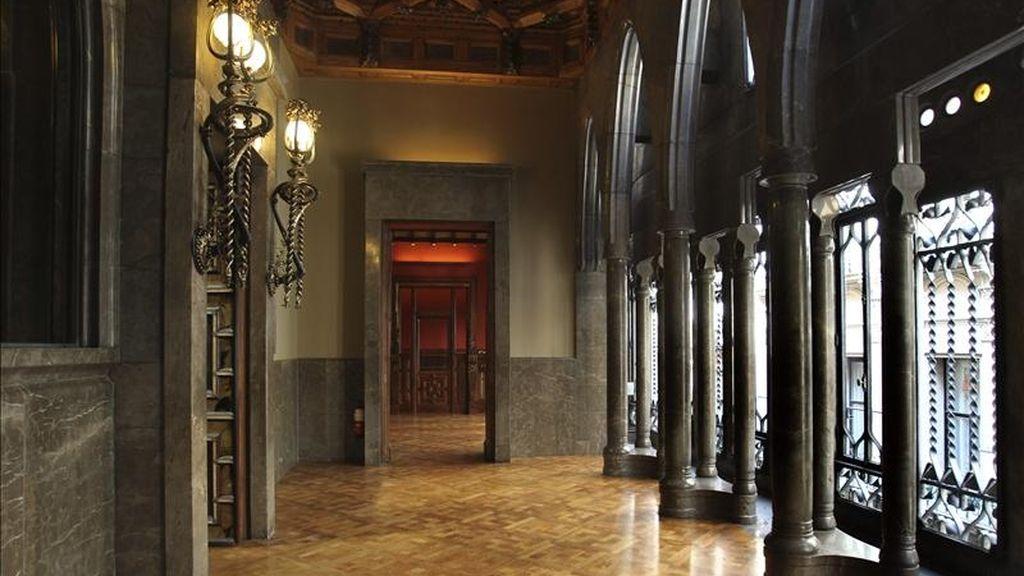 Vista del interior del Palacio Güell de Barcelona, primera obra de envergadura del arquitecto Antoni Gaudí y declarado Patrimonio de la Unesco en 1984, reabre hoy sus puertas al público tras una restauración integral que lo ha devuelto a las condiciones originales previstas por el arquitecto modernista. EFE