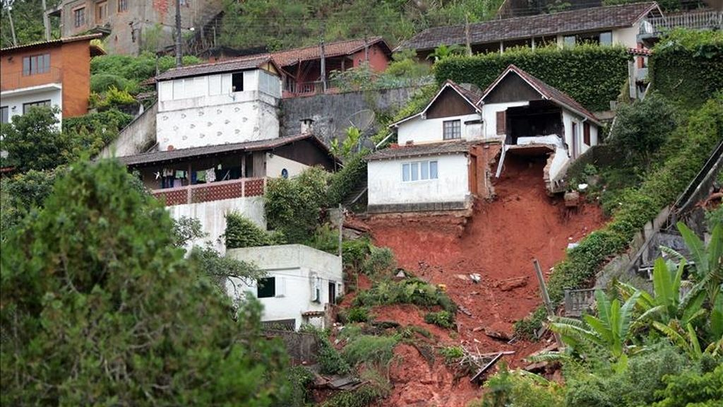 Vista de los daños que han dejado este 13 de enero en Teresópolis (Brasil) las fuertes lluvias. EFE