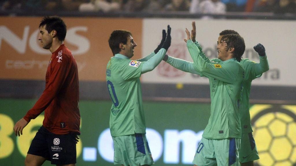 Messi y Roberto celebran su victoria ante el Osasuna