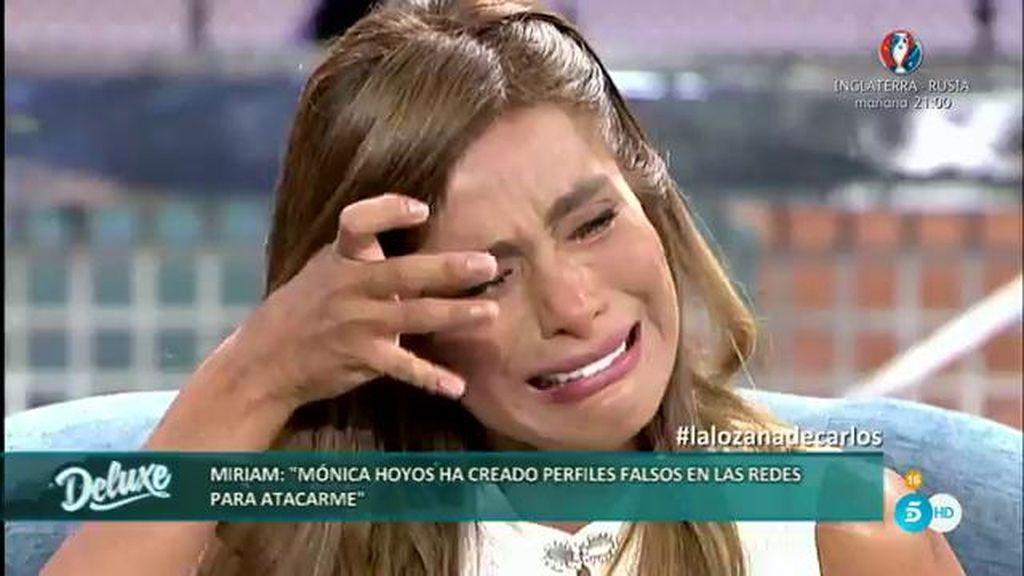 Miriam rompe a llorar porque le puede toda la situación creada con Mónica Hoyos
