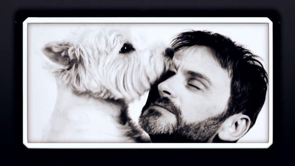 El actor denuncia lo difícil que es viajar con un perro