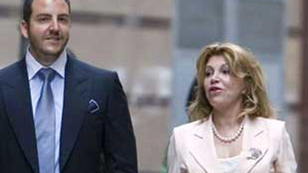 Borja Thyssen y su madre Tita Cervera, en una imagen de archivo. Foto: EFE