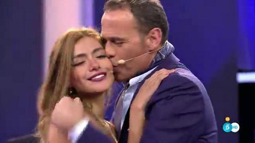 ¡Carlos Lozano se reencuentra con su novia Miriam!