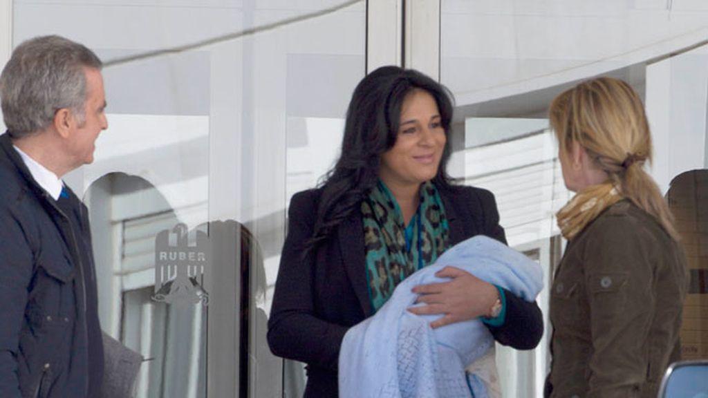Ana María es felicitada por una espontánea
