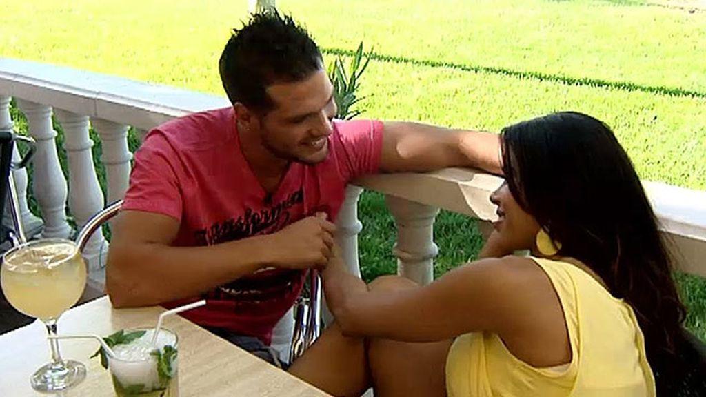 Jackie se lanza y besa a Abel