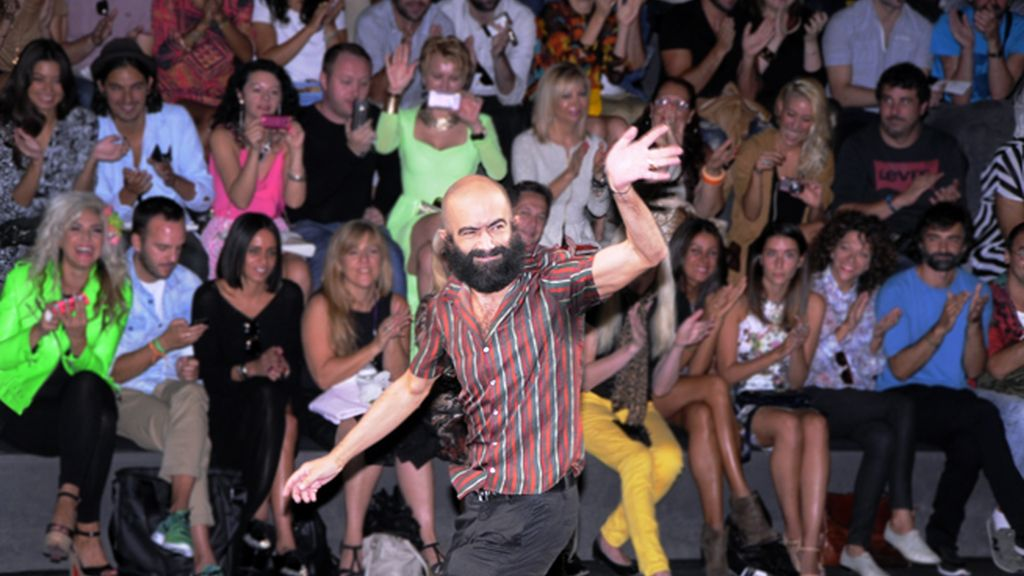 Carlos Díez Díez saludó eufórico al publico entre aplausos.