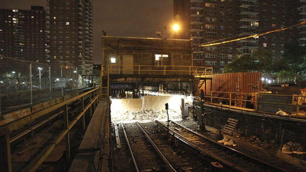El huracán 'Sandy' obliga a cerrar varias líneas del metro de Nueva York