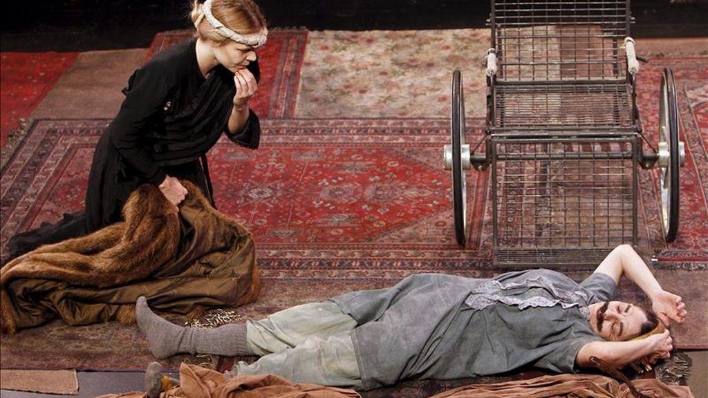 """Pase gráfico de la obra """"Ricardo III"""", dirigida por Jorge Eines, que se representará del 8 al 17 de abril de 2011 en la Sala Pequeña del Teatro Español de Madrid. EFE"""