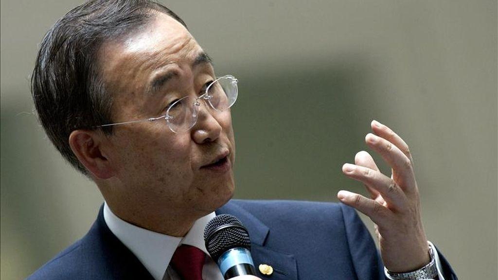 """""""El secretario general condena el ataque contra una academia militar en el noroeste de Pakistán"""", aseguró hoy ante la prensa el portavoz de la ONU, Martin Nesirky. En la imagen, el secretario general de la ONU, Ban Ki-moon. EFE/Archivo"""