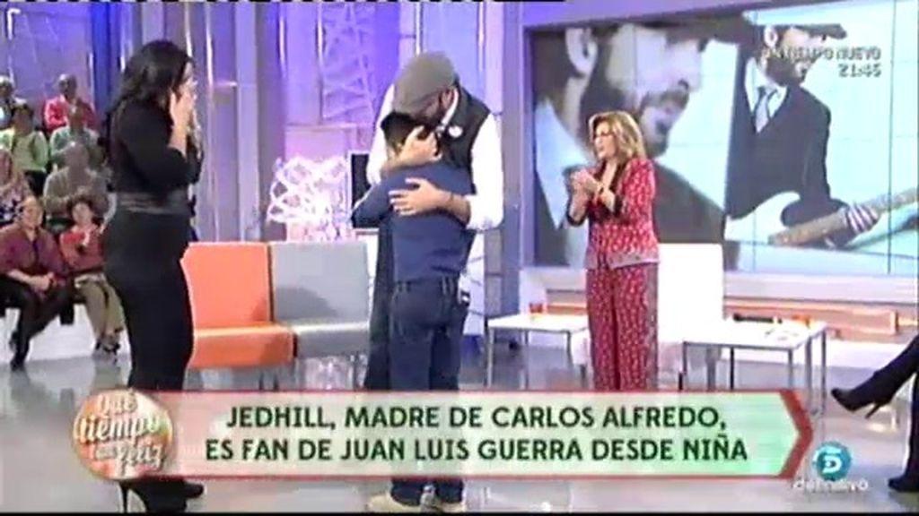 Emocionante interpretación de Carlos Alfredo junto a su madre para Juan Luis Guerra
