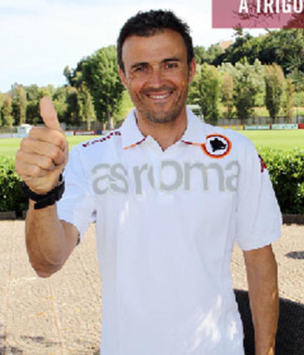 Luis Enrique posa con su nueva camiseta. Foto: Roma