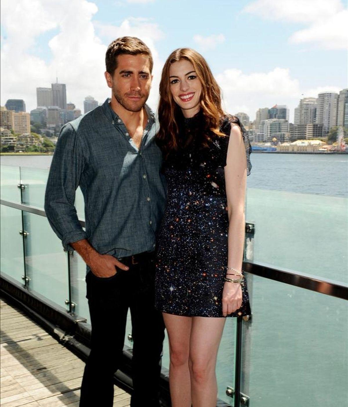 """Los actores estadounidenses Jake Gyllenhaal (i) y Anne Hathaway, protagonistas de la película """"Amor y otras drogas"""". EFE/Archivo"""