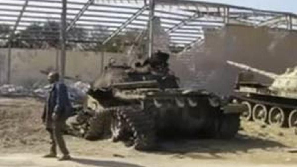 La televisión estatal libia asegura que siete personas murieron en un ataque de la OTAN. Vídeo: Informativos Telecinco
