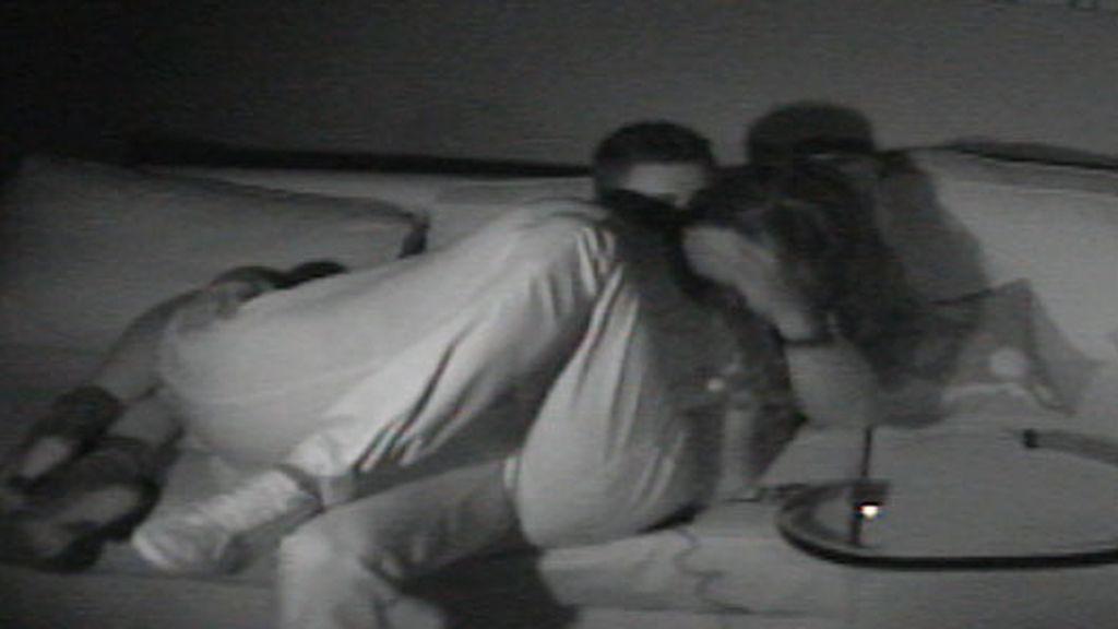 Indhira y Víctor, cuarto oscuro