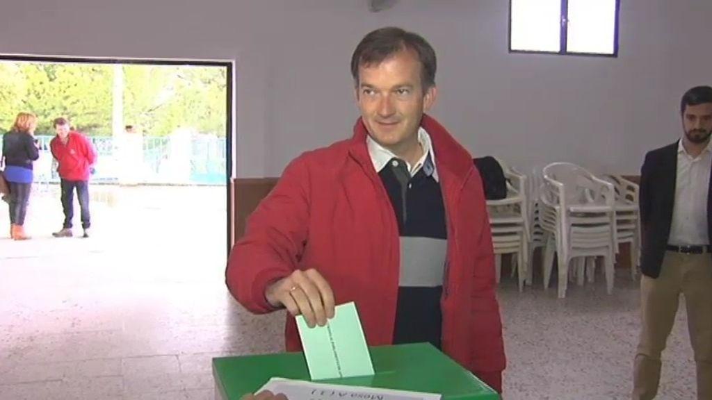 El candidato de UPyD, Martín de la Herrán, vota en Jeréz de la Frontera, Cádiz