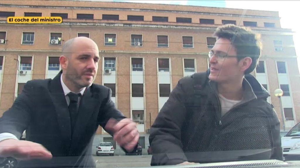A ver quién ayuda al ministro Wert en la Complutense si le deja tirado su coche